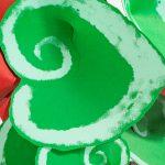 escargot fondo verde y rojo detalle
